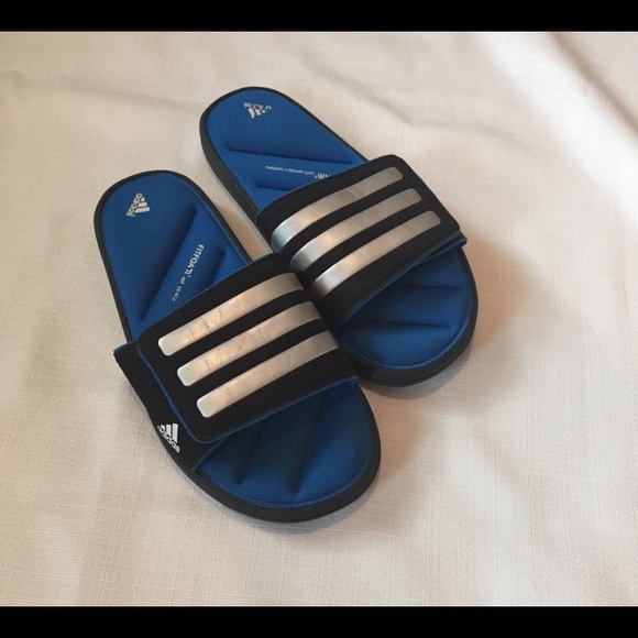 adidas Shoes   Size 4 Boys Blue Slides